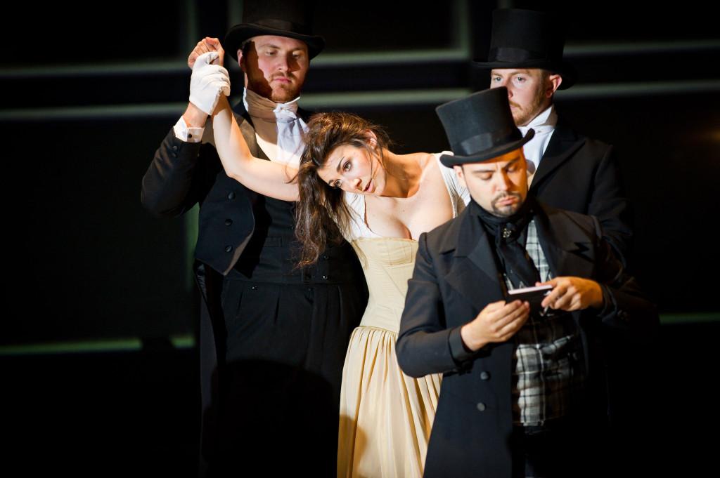 Camilla Bull, mezzo soprano, Bellini, Grange Park Opera, Robert Workman I Puritani madwoman