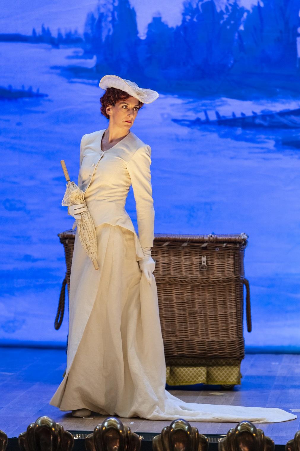 Camilla Bull, mezzo soprano, Rossini L'Italiana in Algeri Photographer Hilaire Smits